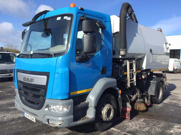 Choice of 2 - 2016 DAF Johnston VT651 Dual Sweep Road sweeper For Sale