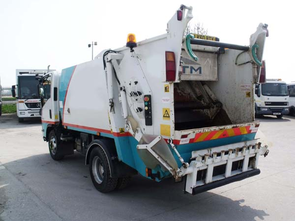 REF 40 - 2010 Isuzu NTM 7.5 ton refuse truck for sale Tanker For Sale