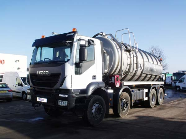 Ref: 04 - 2016 Iveco Stainless steel 4443 gallon Vacuum Tanker for sale